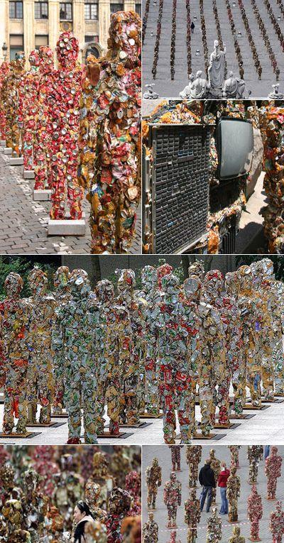 Армия мусорных людей стоит повсему миру