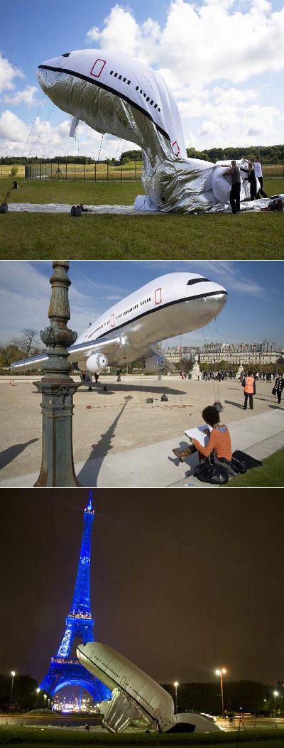 Авиалайнер мир заходит на посадку в подвешенном состоянии