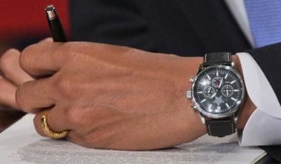 Чиновник уволен за дорогие часы
