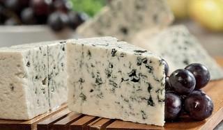Что такое сыр с плесенью и с чем его едят?
