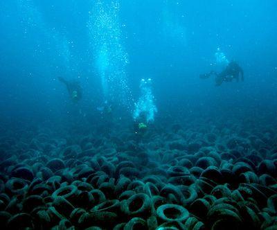 Грандиозный риф из покрышек получился как всегда