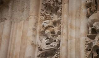 Как на фасаде 300-летнего собора оказался астронавт?
