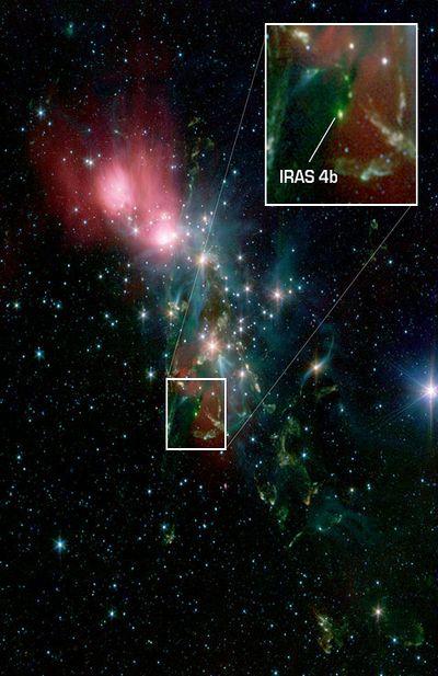 Оболочка протозвезды поливает дождём будущие планеты