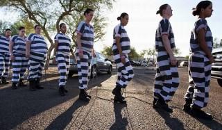 Почему у заключённых полосатая одежда?