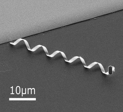 Спиральный робот перенял у бактерий стиль плавания