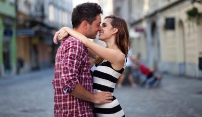 В мире отмечают всемирный день поцелуя