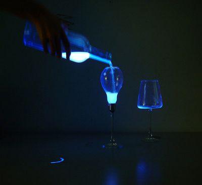 Жидкий свет бьёт через край переполненных ламп