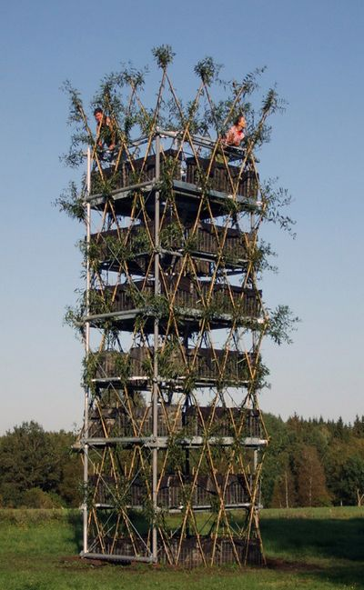Живая башня пустила корни в немецкой земле